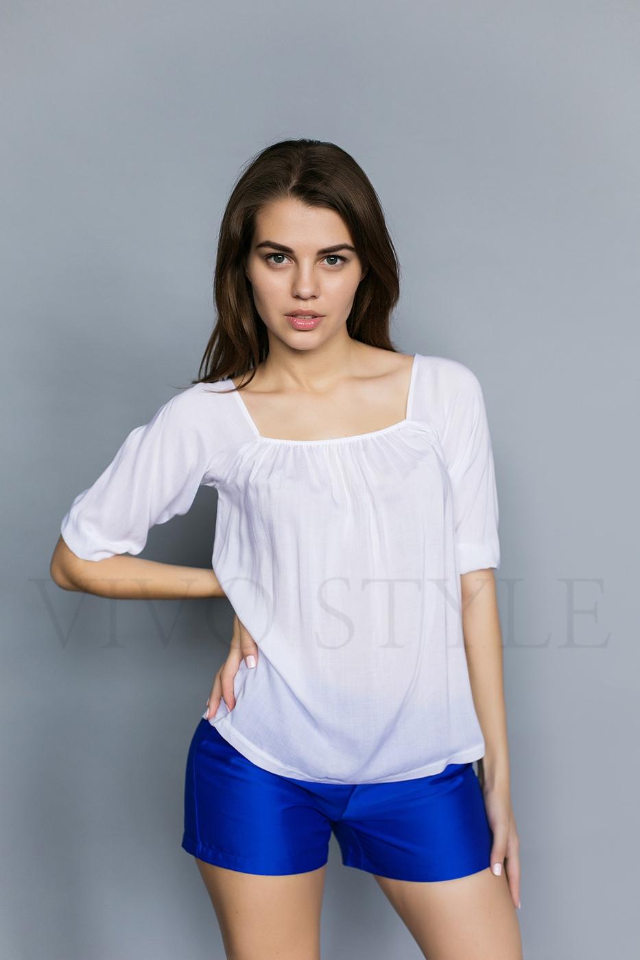 Блуза с квадратной горловиной
