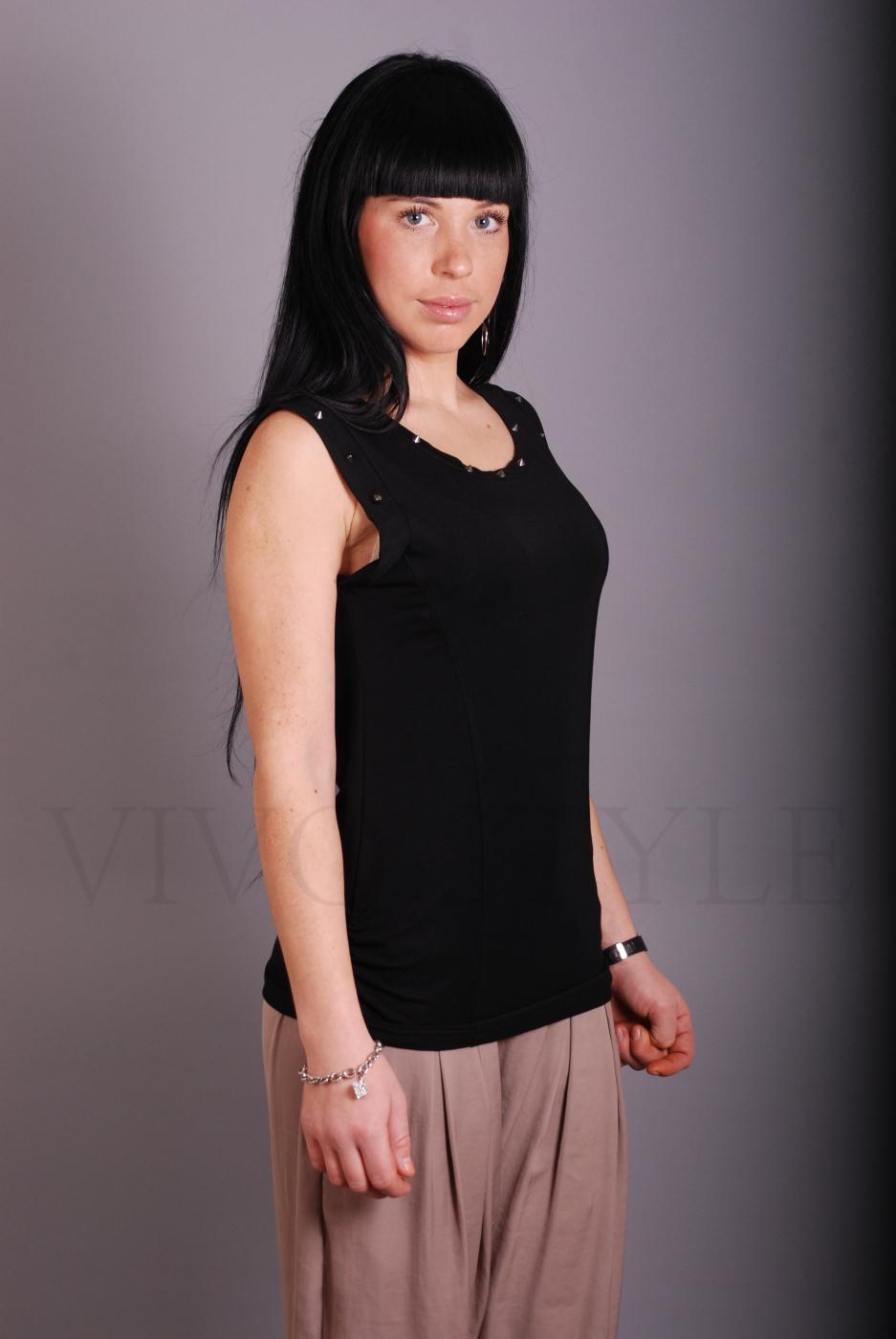 Блуза с декоративными элементами