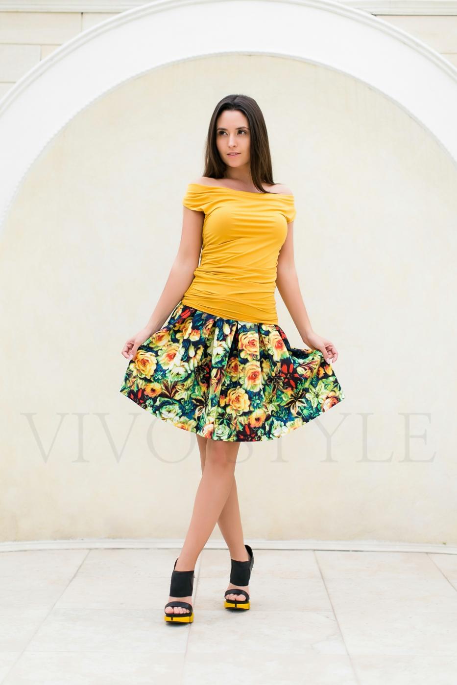 блуза и красивая юбка с цветочным рисунком