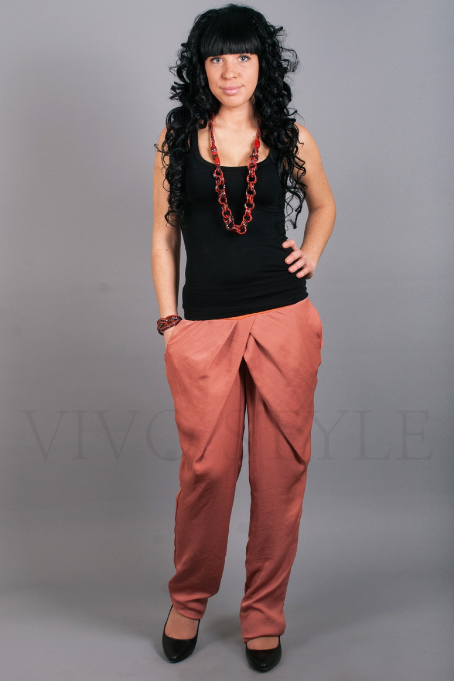 Женские брюки на широком поясе