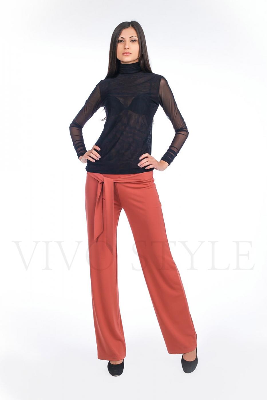 Фото женских поп в брюках 18 фотография
