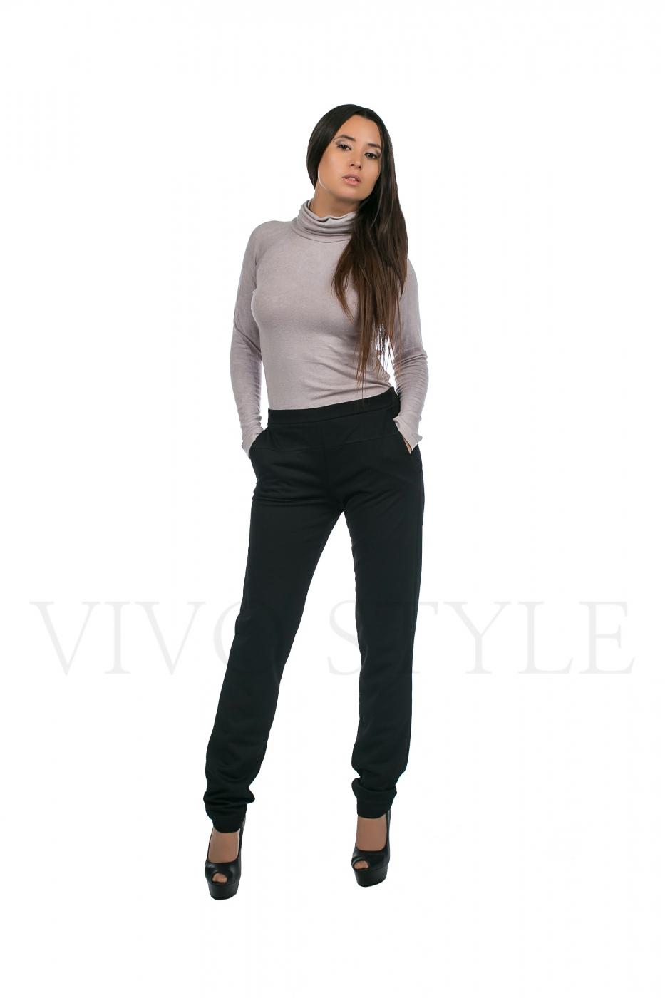брюки темные, женские