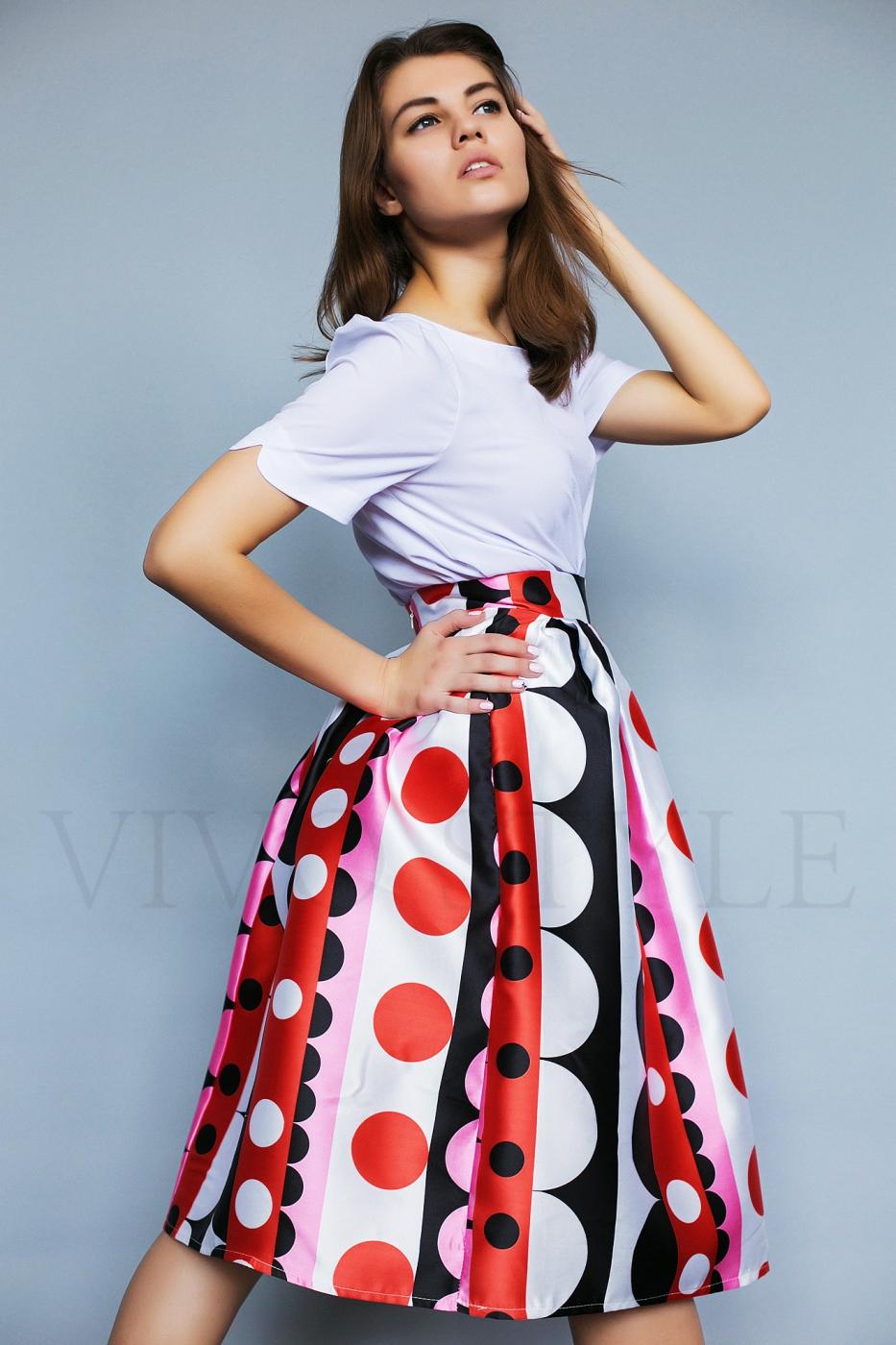 Яркая женская юбка