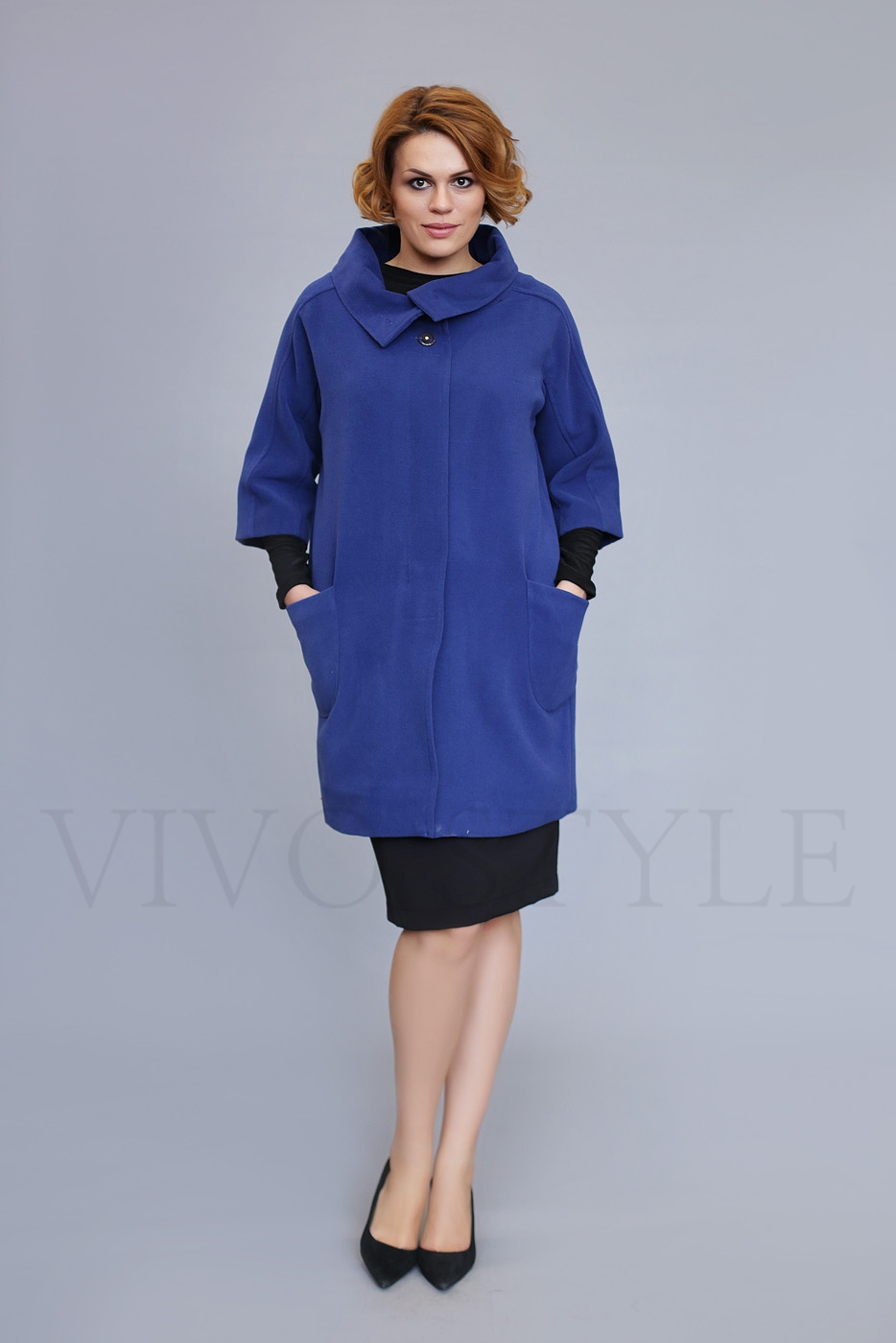 Женское пальто из гладкокрашеной ткани