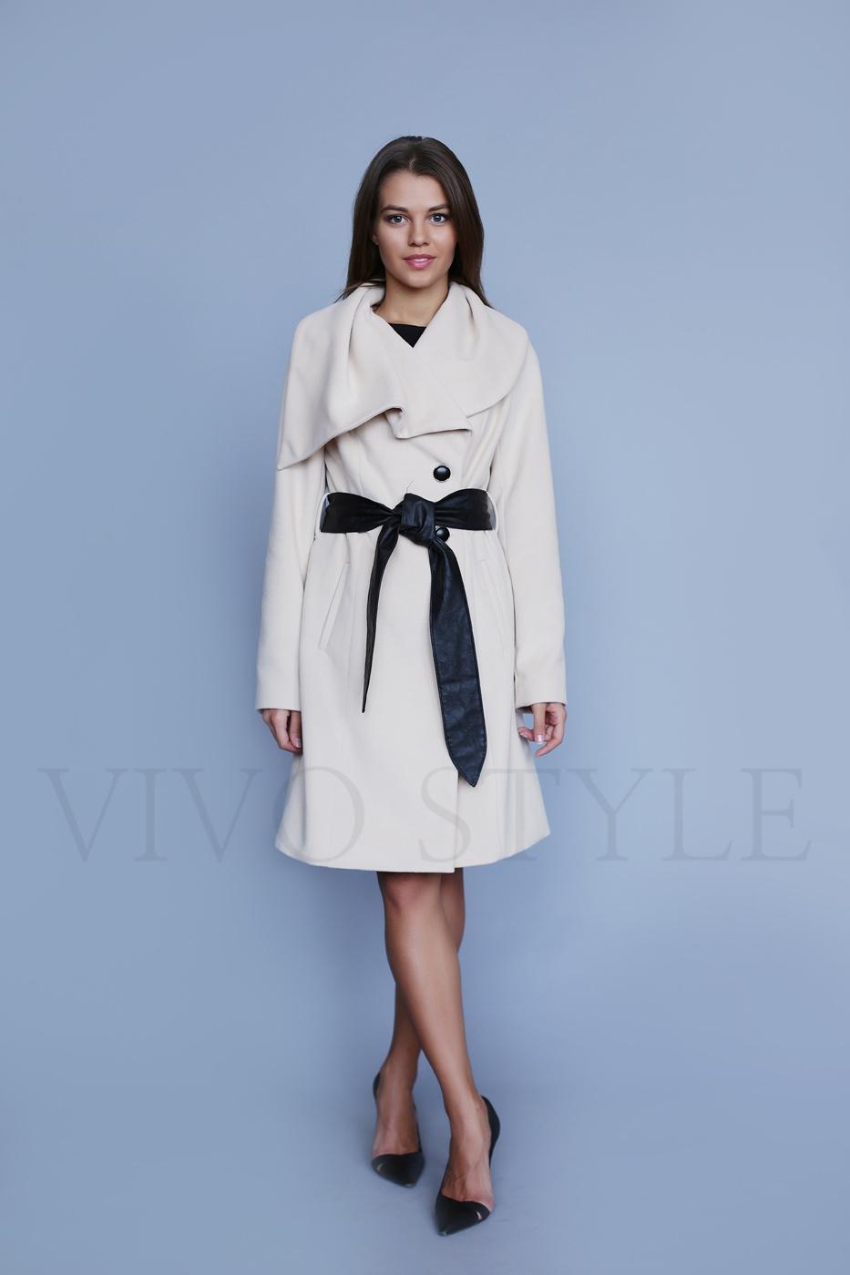 Женское пальто прилегающего силуэта