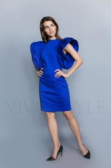 Платье с вырезом «капелька»