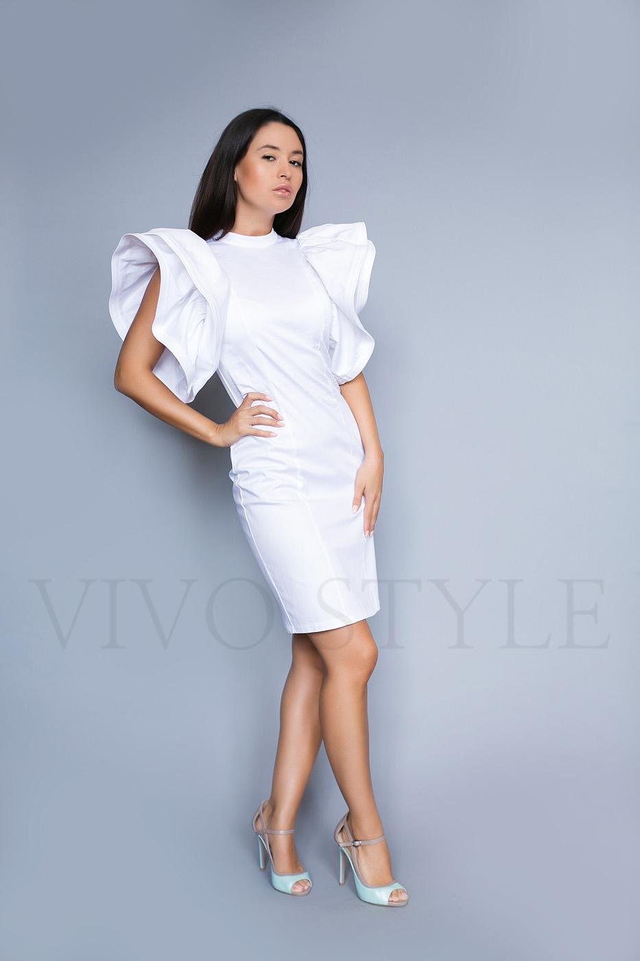 Экстравагантное женское платье