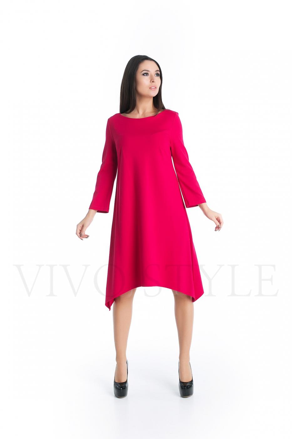 Лаконичное однотонное платье