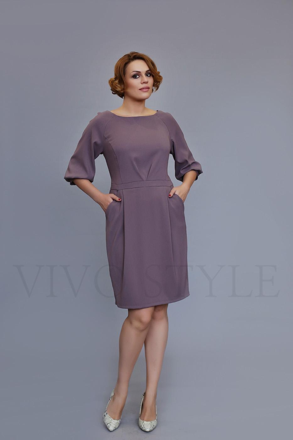 Женское платье с отрезной талией