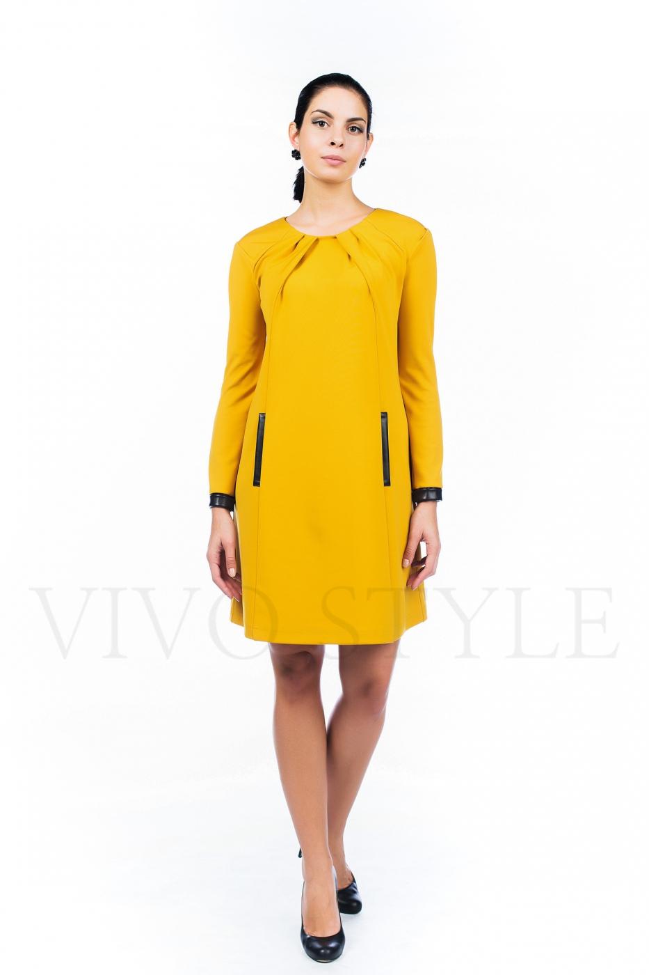 Платье с драпировкой по горловине