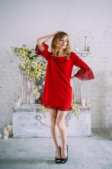 Женское короткое однотонное платье 20596-1