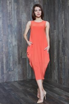 Объемное женское платье с овальной горловиной 20598-4