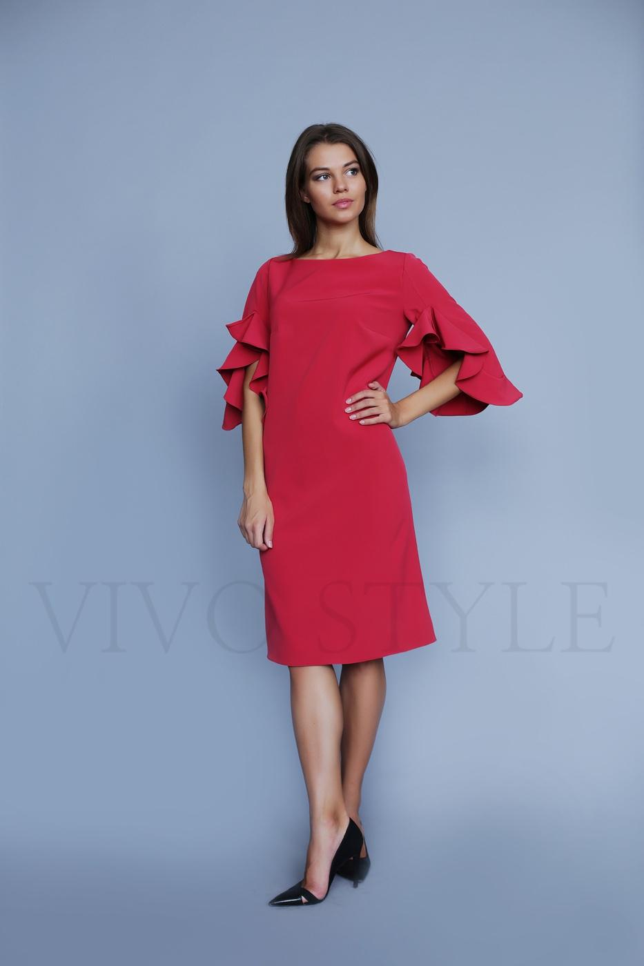 Женское платье длиной миди