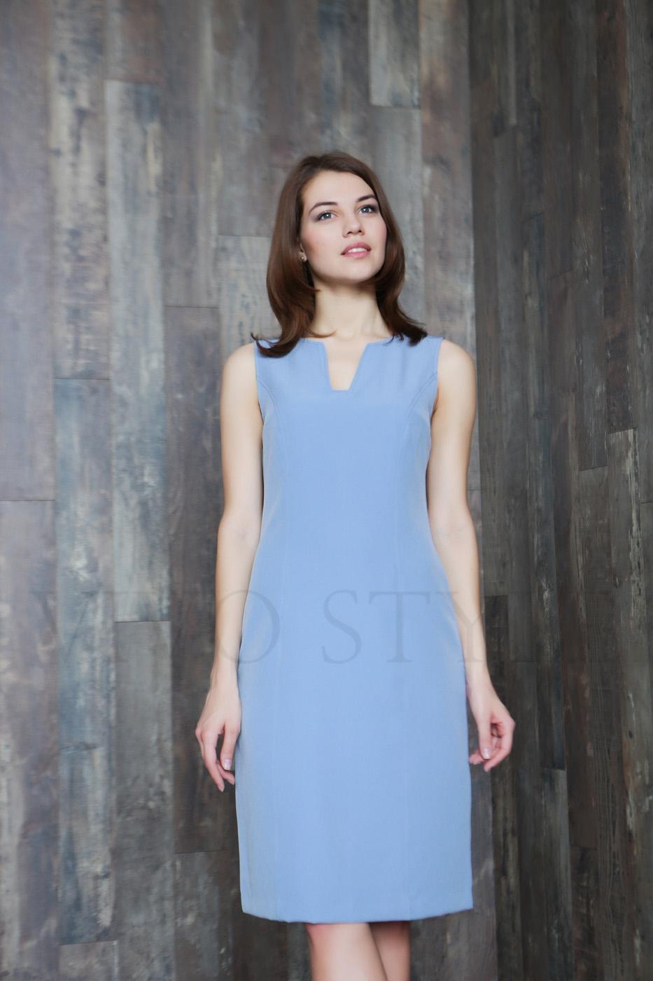 Лаконичное женское платье длиной миди