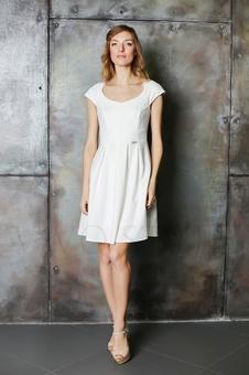 Платье с акцентом по линии талии