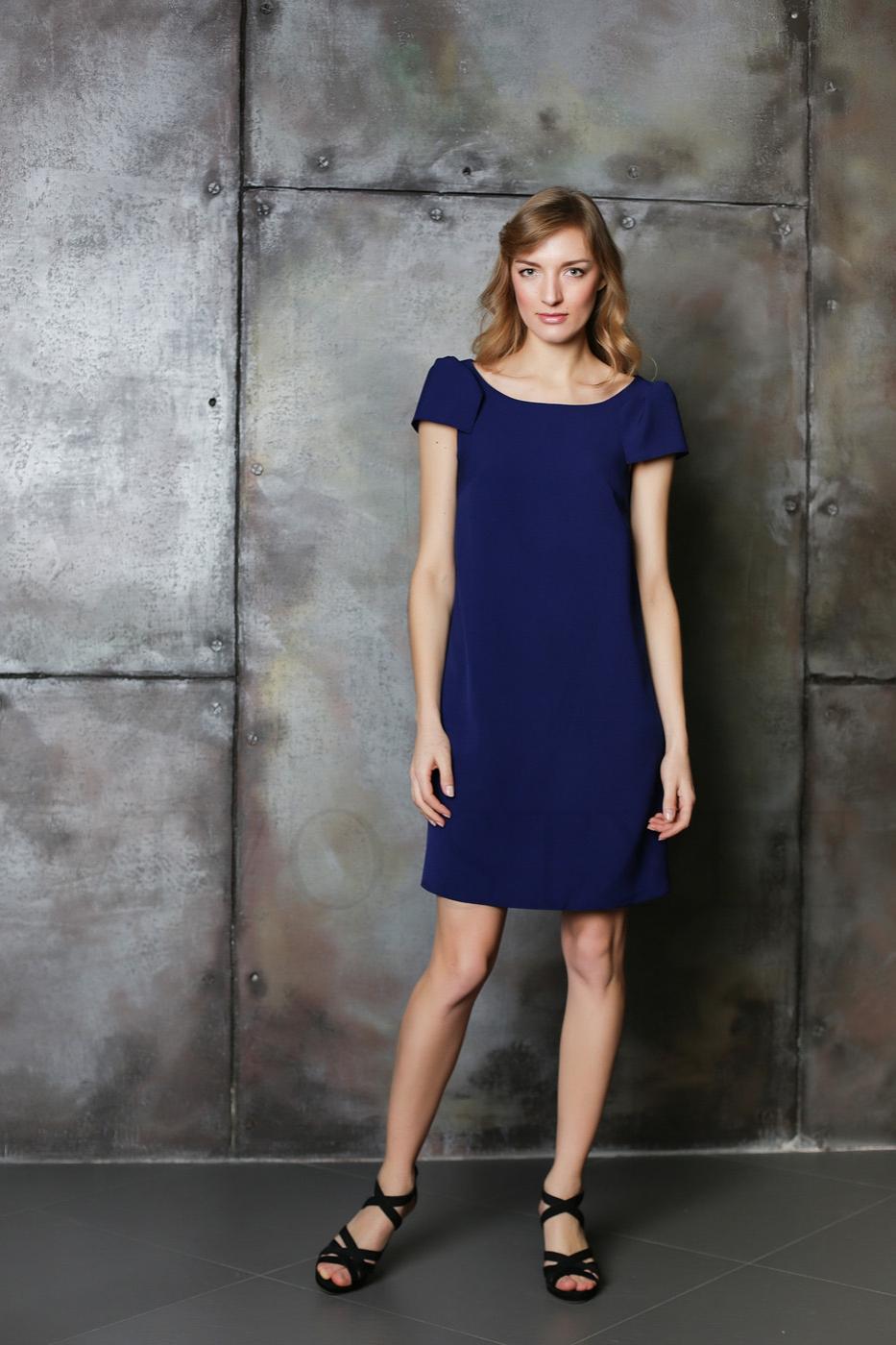 Лаконичное платье из гладкоокрашенной ткани