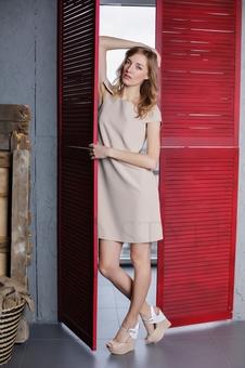 Платье с овальной горловиной