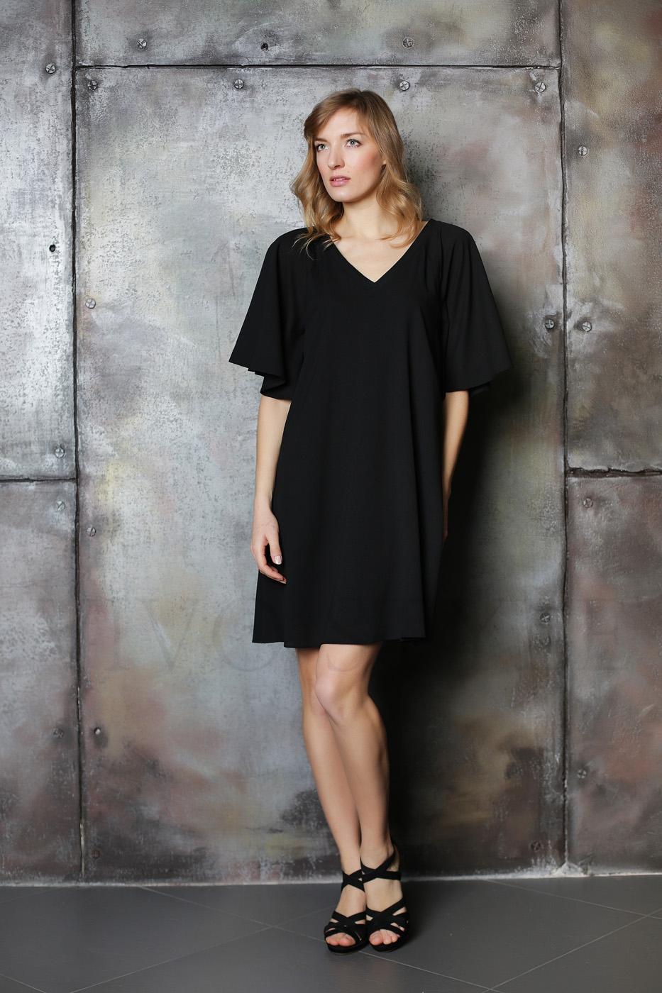 Женское платье из легкой ткани