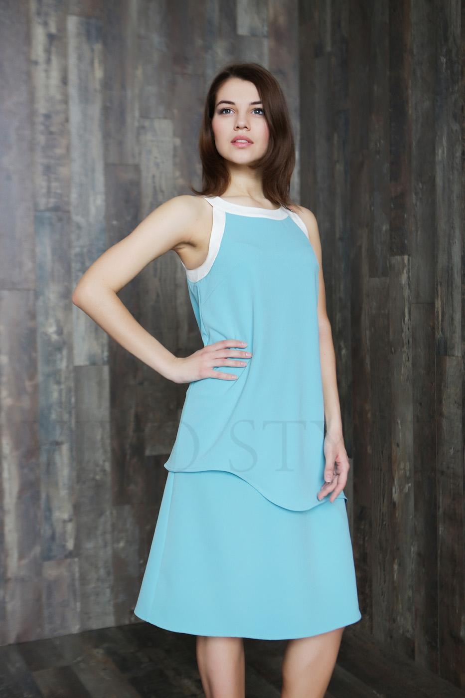 Многослойное женское платье с нагрудными вытачками