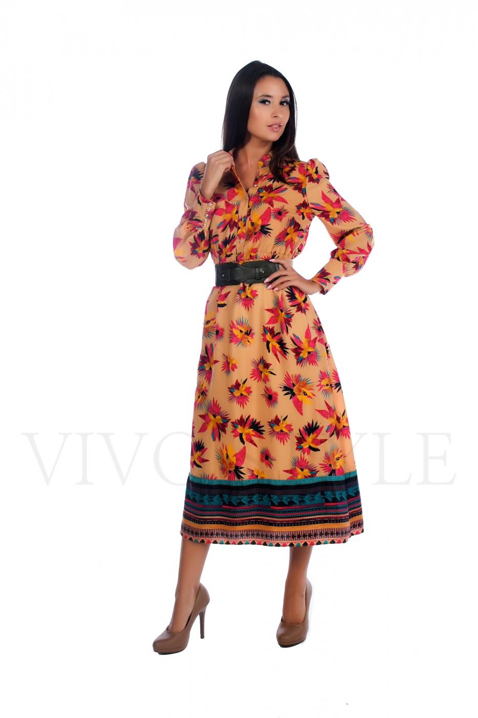 Длинное платье с рукавом