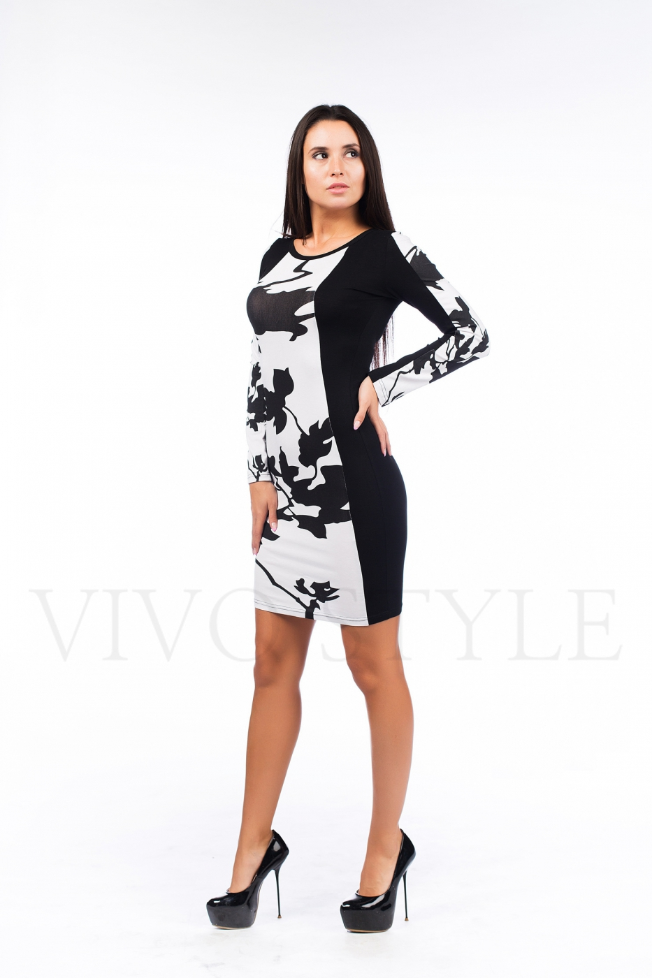 Женское платье с вертикальными рельефами