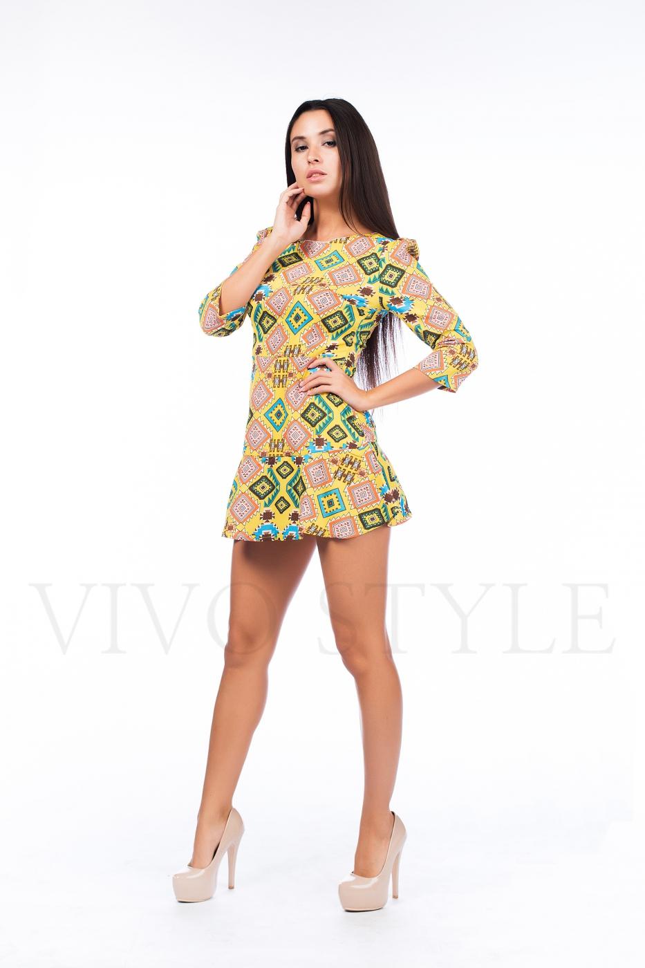 Платье с горизонтальными швами