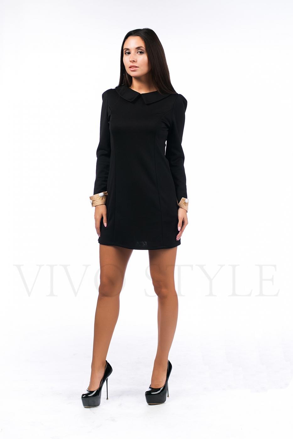 Женское платье с вышивкой по манжетам