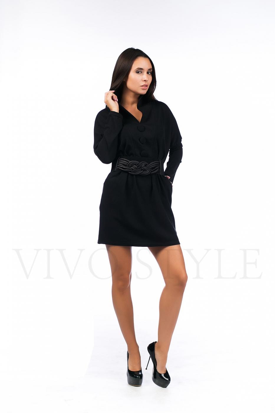 Женское платье с цельнокроеным воротником
