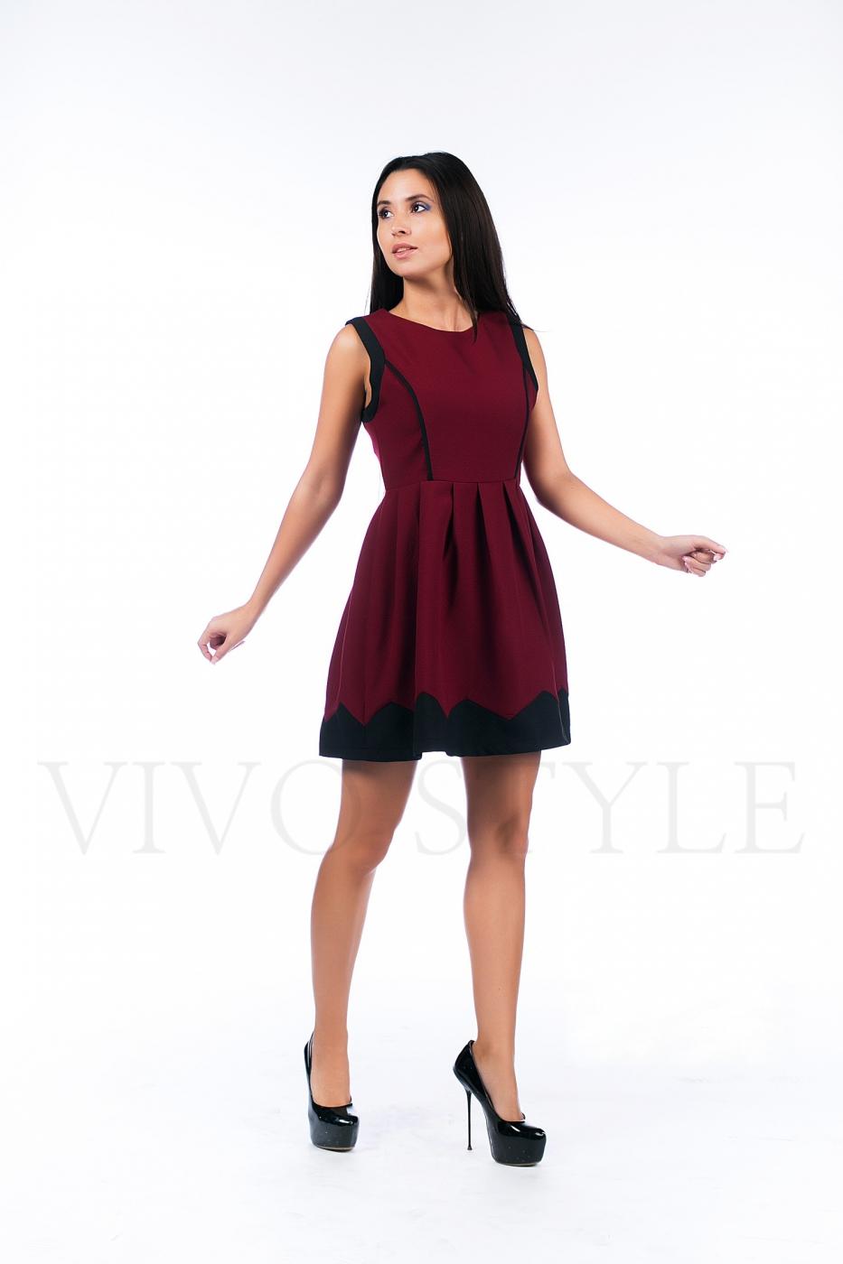 Трикотажное платье с отрезной талией