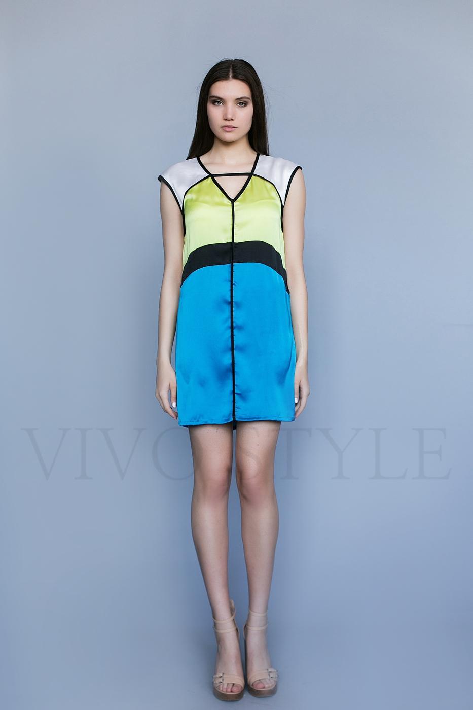 Платье с лаконичным кроем