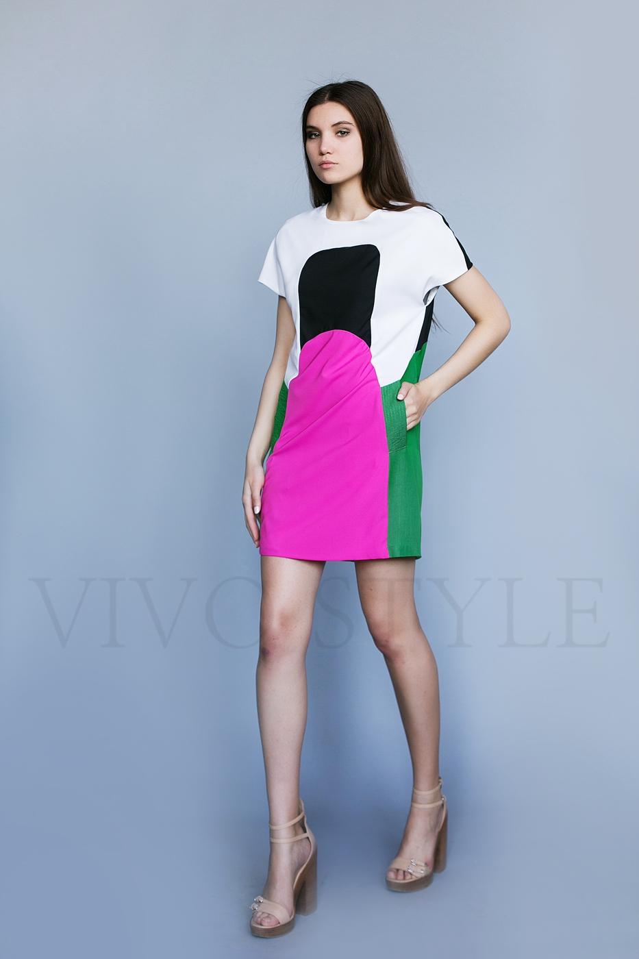 Короткое женское платье с карманами