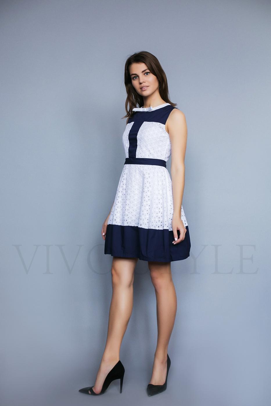 Женственное однотонное платье