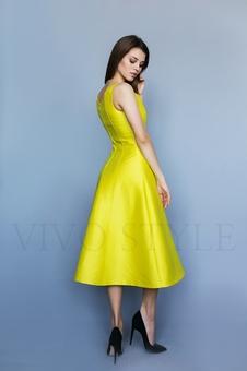 Коктейльное однотонное женское платье 26206-1