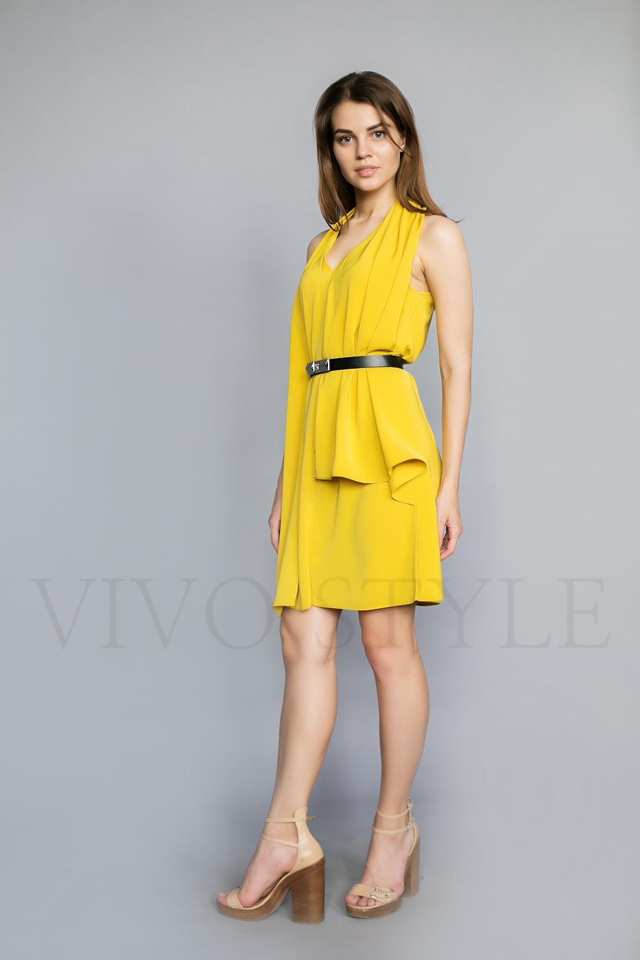 Женское платье длиной чуть выше колена