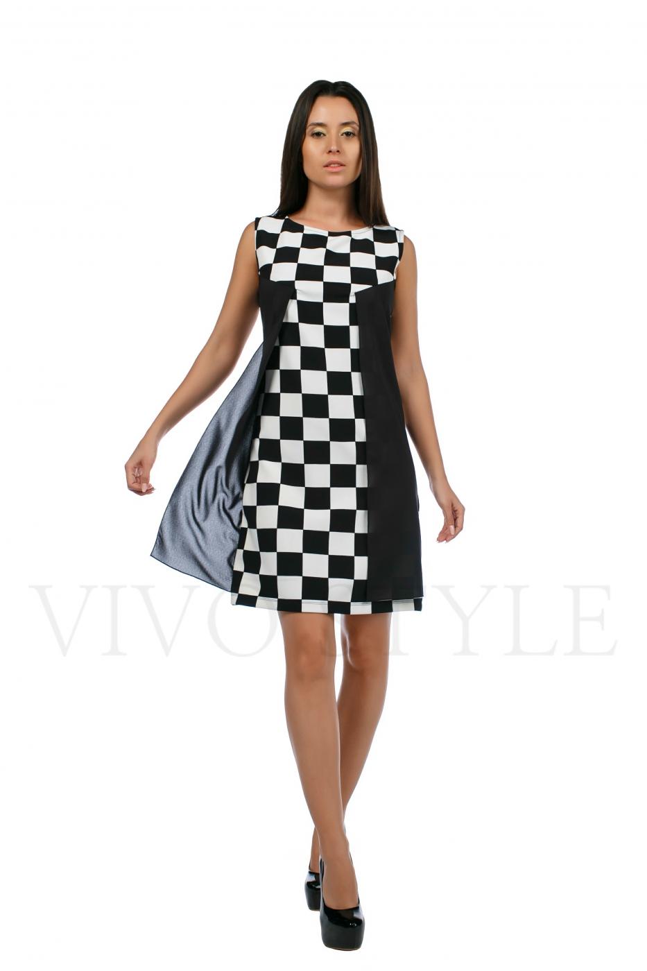 Платье с рисунком шахматной доски