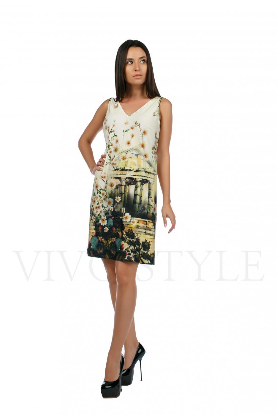 Летнее платье с V-образным вырезом