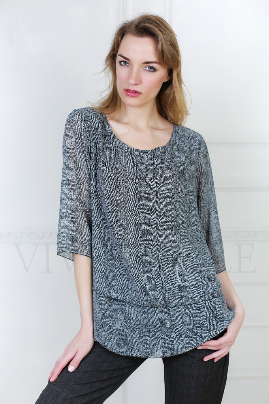 Женская блуза из струящейся ткани
