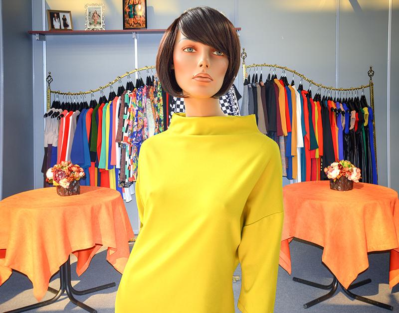 фото стенд фабрики на выставке одежды